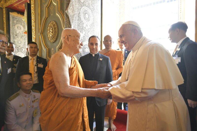 VIAJE APOSTÓLICO DEL PAPA A TAILANDIA VISITA AL PATRIARCA SUPREMO BUDISTA